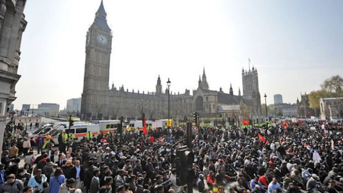Hundreds Of Thousands Of Protestors Demand 'Immediate Brexit'