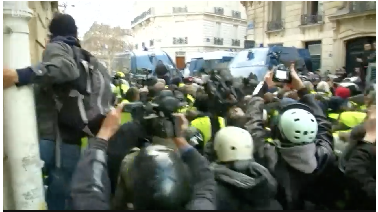 Yellow vest movement: Paris police detain hundreds of protesters