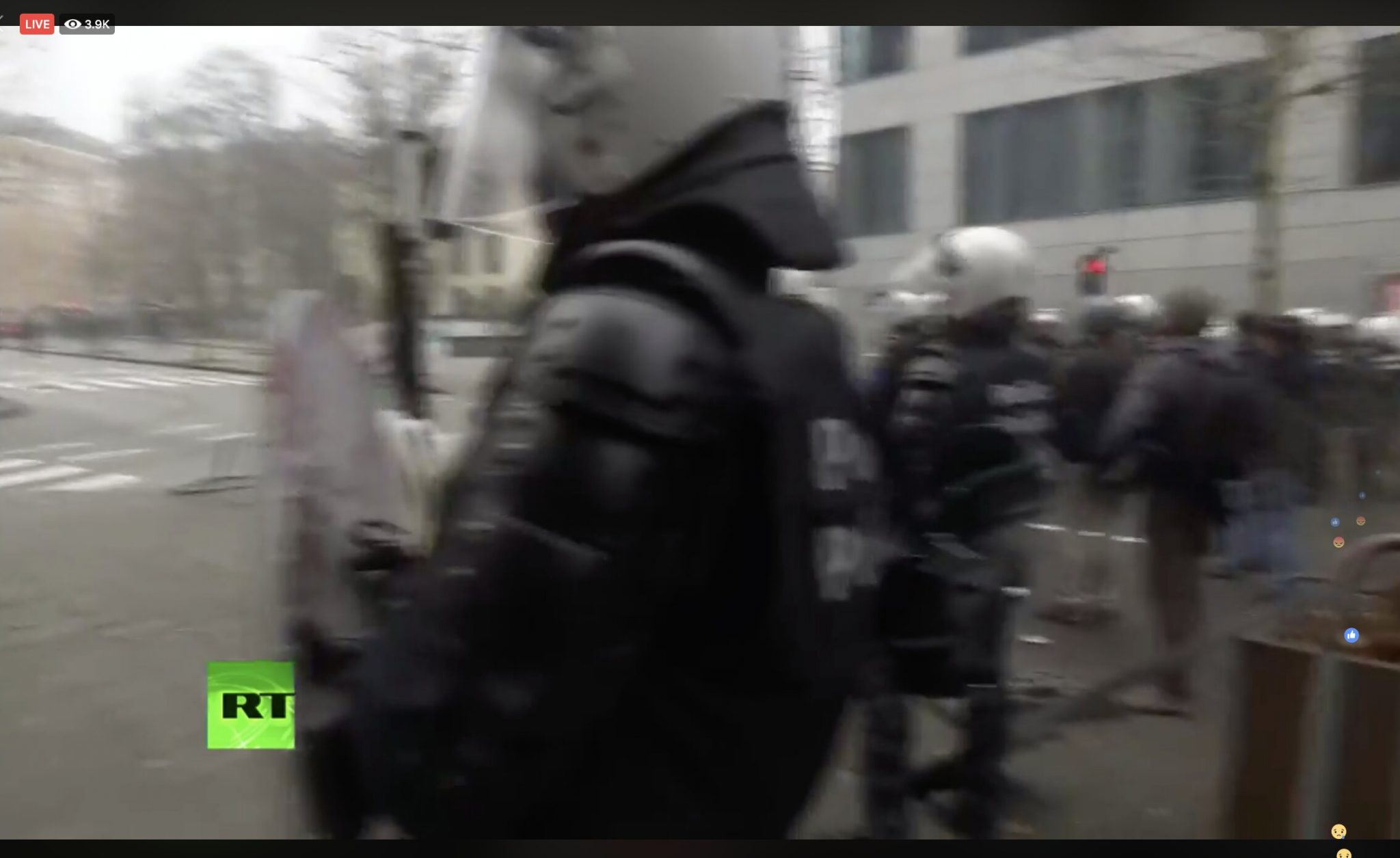 Tear gas & water cannons: Protesters rally in Brussels against UN migration pact adoption