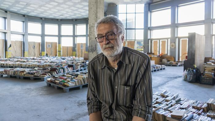 Secondhand bookstore empowers Greece's homeless