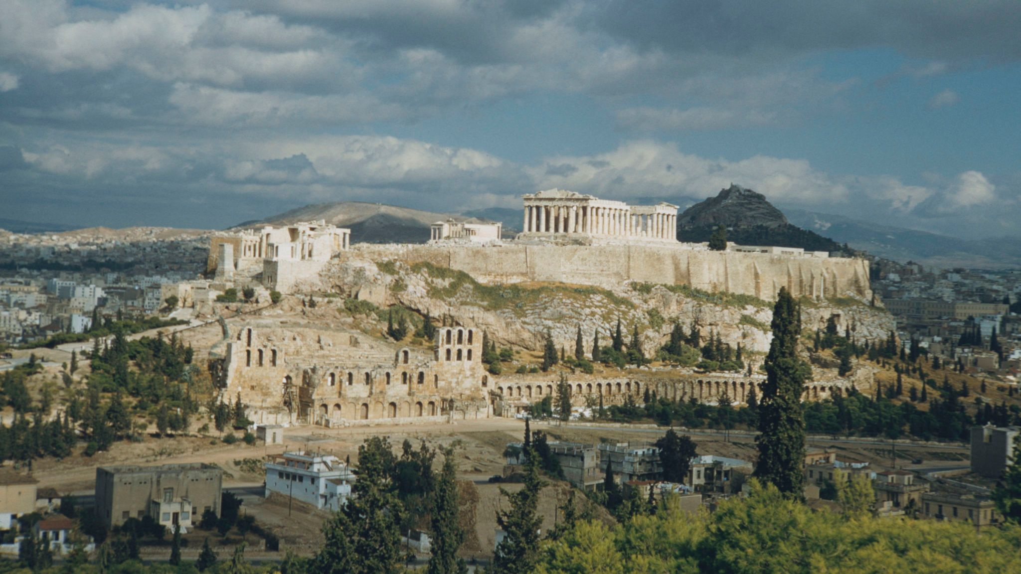 Greece shuts Acropolis archaeological site because it's too hot