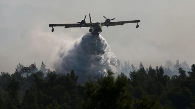 EU water-bombers join Greece firefight