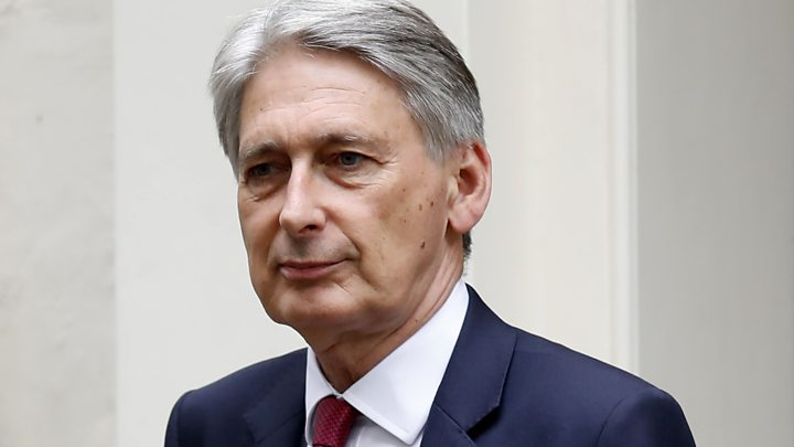 Brexit: Hammond says PM's demands 'wreck' chance of new deal