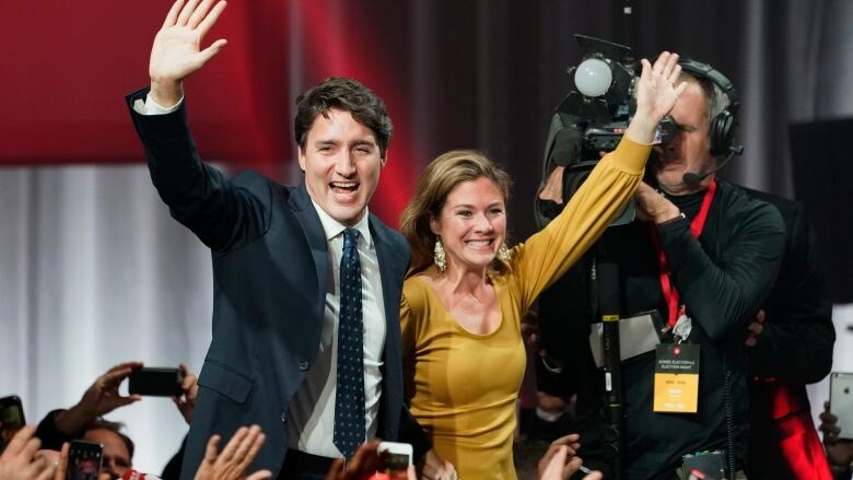 Liberals take losses but win enough in Quebec and Ontario to form minority government