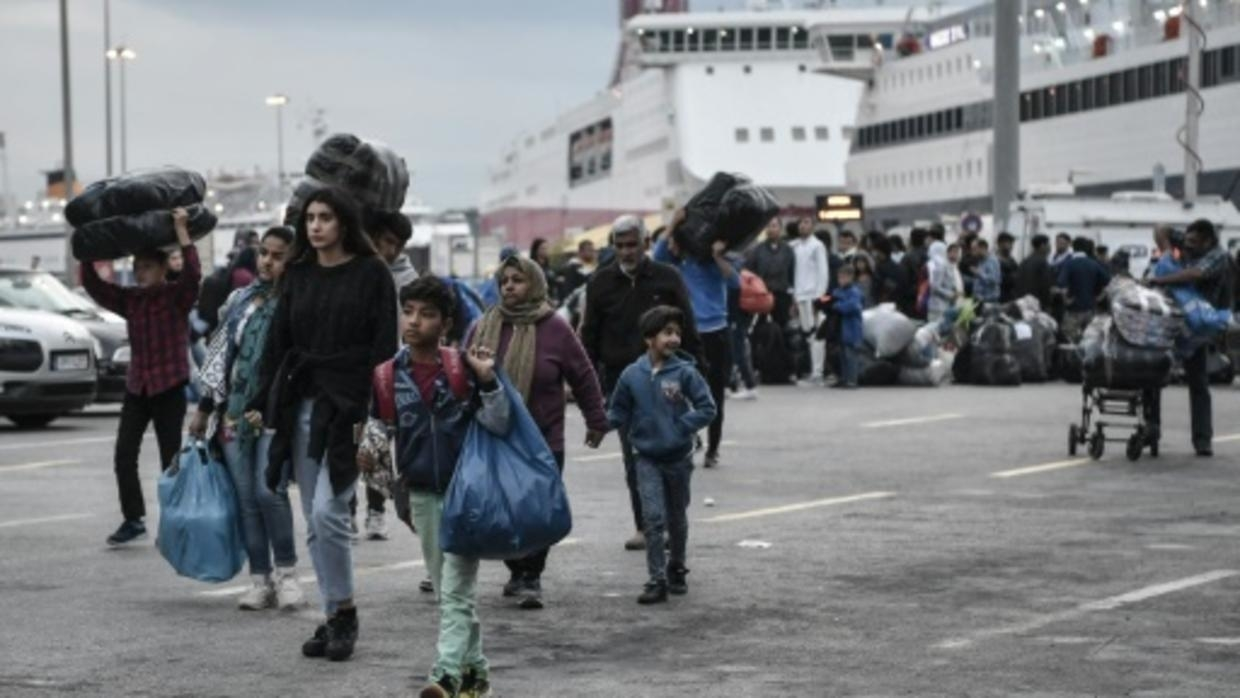 EU urges faster Greece vetting of migrants as arrivals soar
