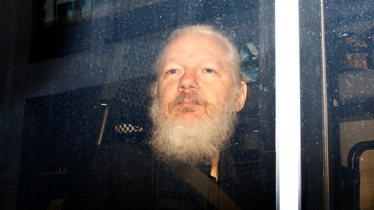 Sweden drops Assange rape investigation – prosecution authority