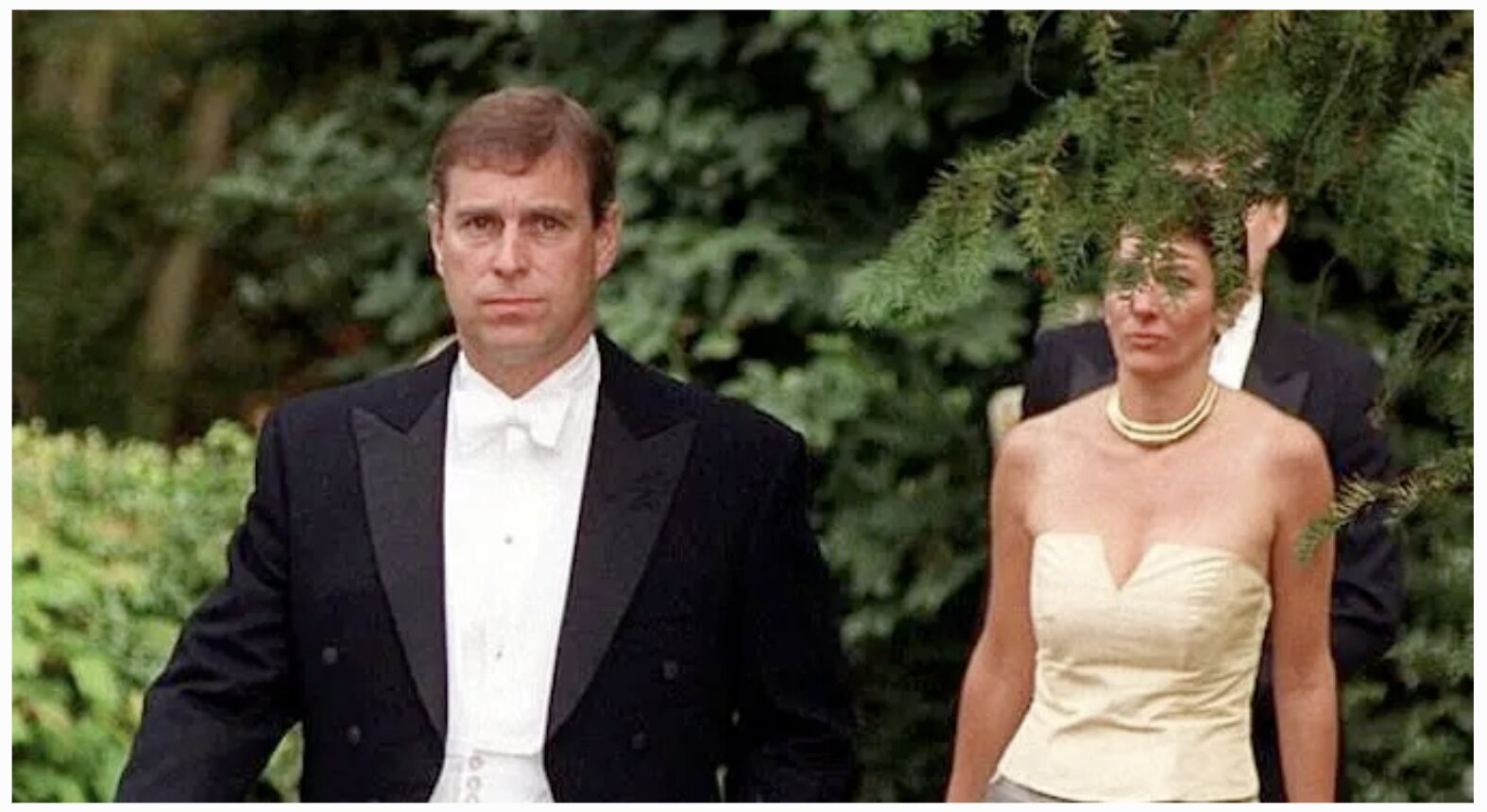 Ghislaine Maxwell Met Prince Andrew At Buckingham Palace AFTER Child Sex Trafficking Investigation Launched