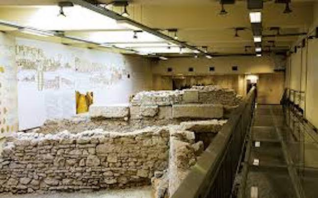 Greece: Advisory body votes to move antiquities for subway