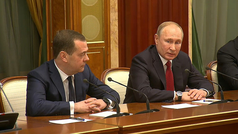 Putin consolidates power as entire Russian govt resigns / Russian government resigns after President Putin's state-of-the-nation address proposes changes to the constitution