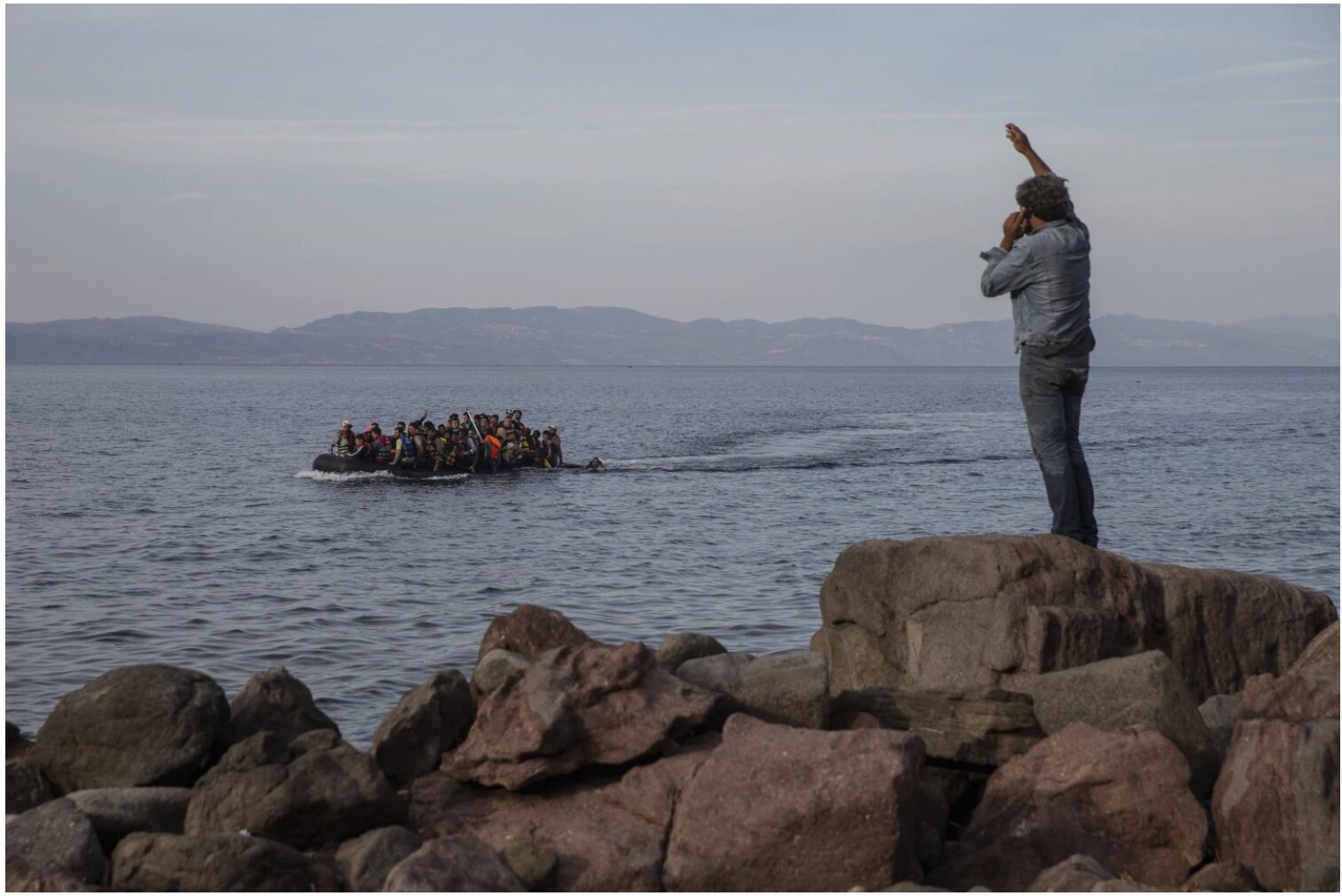Greece plans floating border barrier to stop migrants