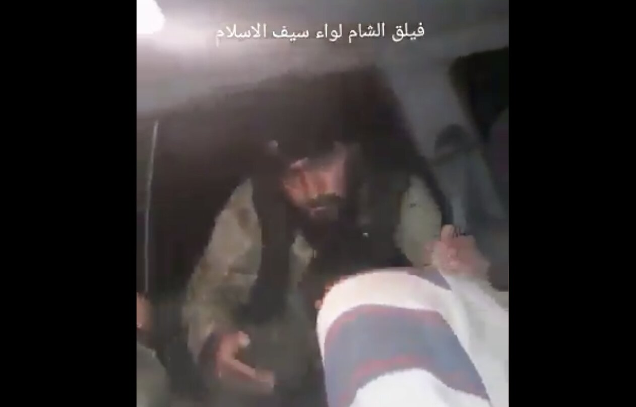 #Turkey-backed Al Qaeda torturing Syrian soldier, their arm bands had the ISIS flags on them in another video. #Idlib