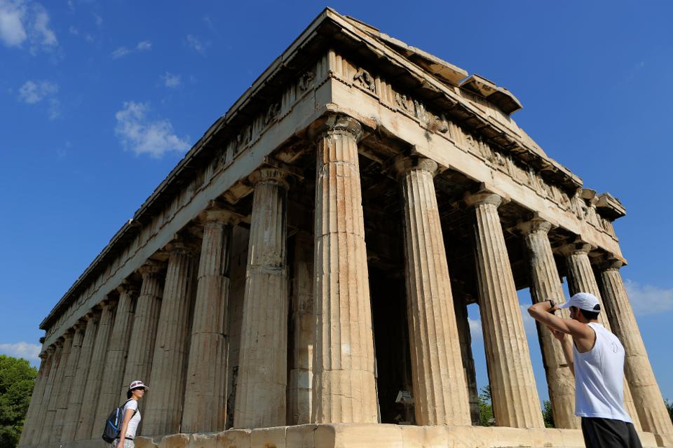 Summer Comeback? Greece Wants Tourists Back From July