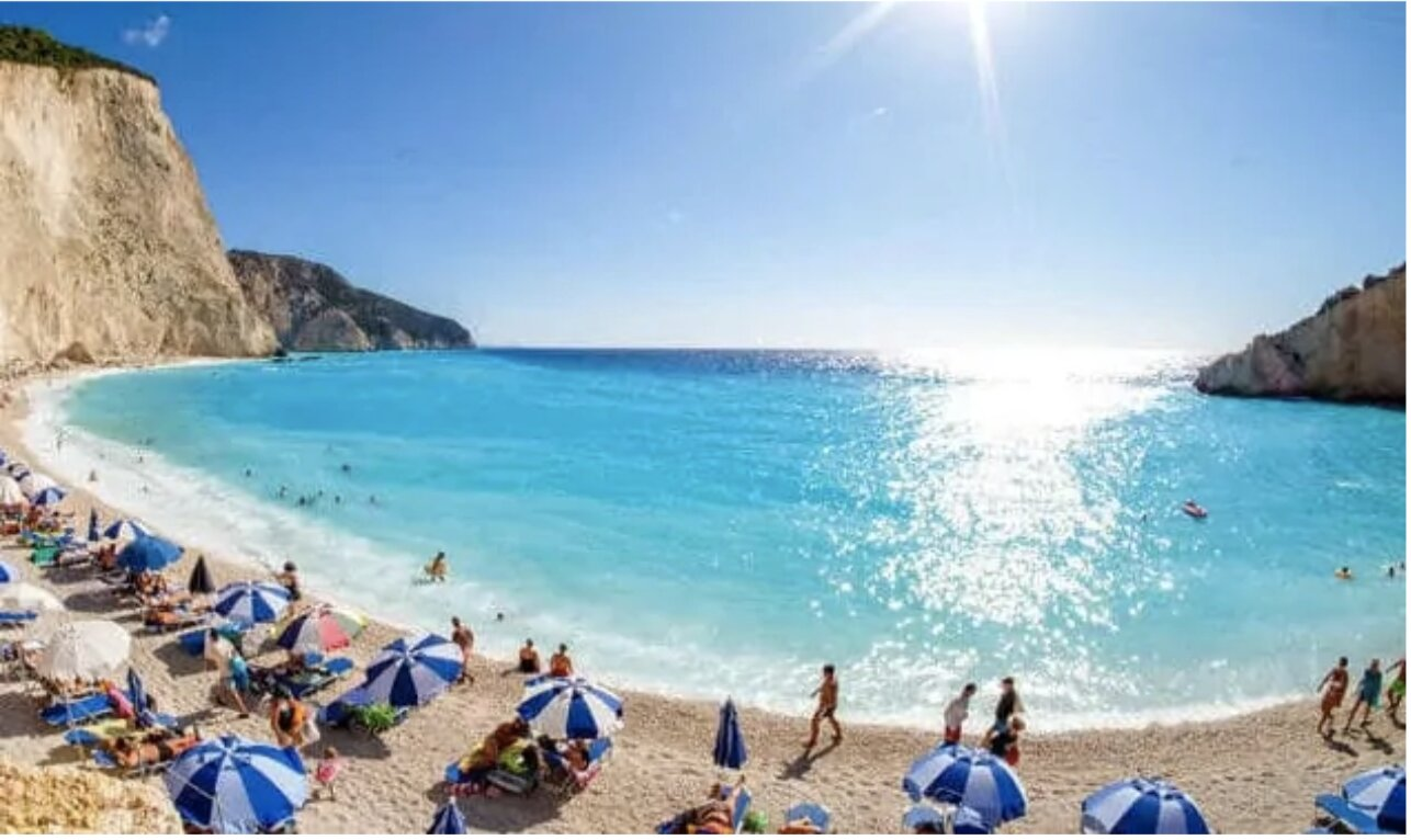 Organised beaches in Greece reopen on Saturday with restrictions