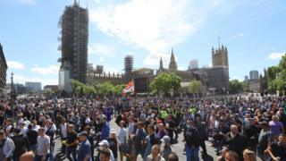 London protests: Thousands gather despite police warnings