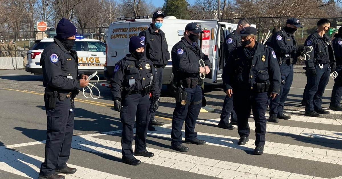 35 Capitol Police Officers Under Investigation, 6 Suspended for Letting Protesters inside US Capitol — The Same Protesters Who Were Later Arrested for Entering US Capitol