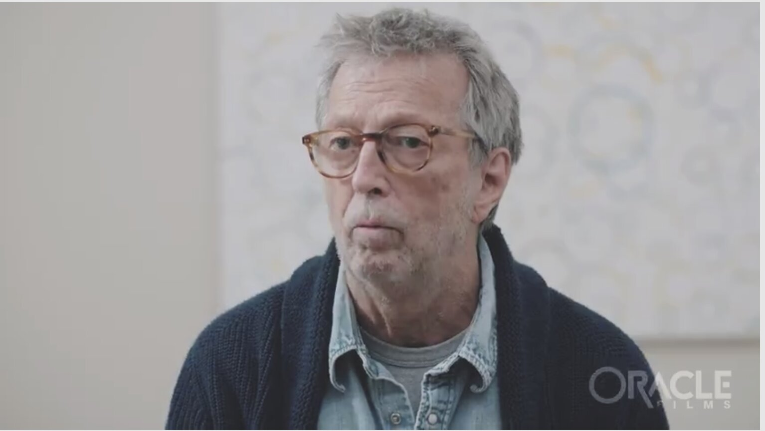 SLOWHAND HAS HIS HANDS DESTROYED DUE TO…VACCINE!!! – CLAPTON RED PILLS HARD