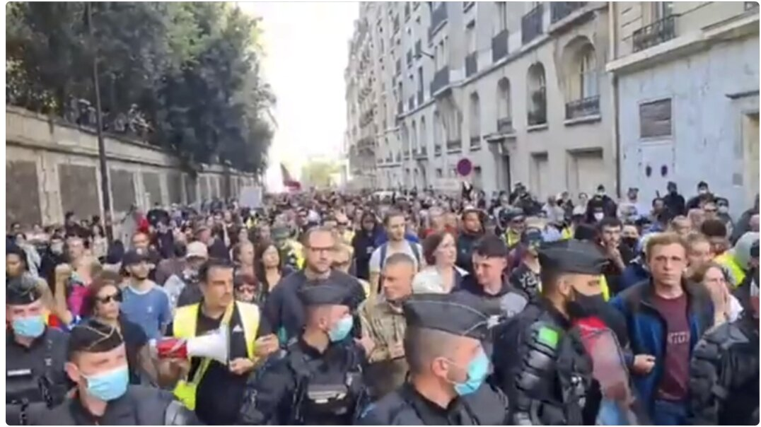 Must See! French Police Join Anti-Forced Vaccine Protest